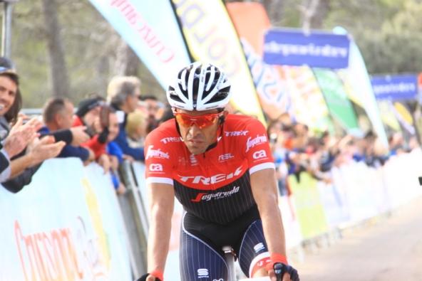Contador taglia il traguardo in 2^ posizione (Foto Jean Claude Faucher)