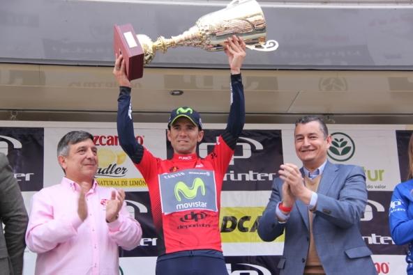 Valverde sul podio con maglia rossa e Coppa (Foto Jean Claude Faucher)