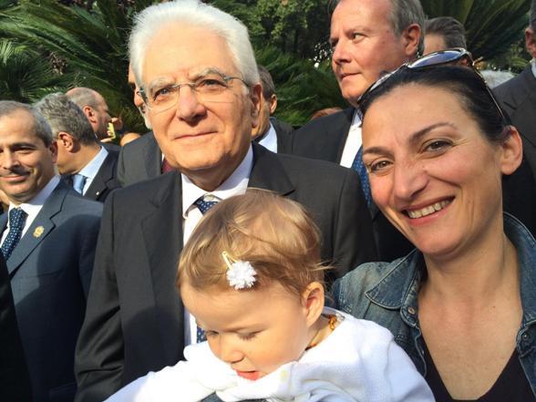 Presidente Sergio Mattarella con Annamaria Pezzi e la piccola Maria Vittoria