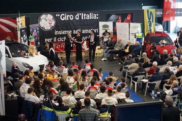 Il salone della presentazione del 6^ Giro d'Italia Amatori