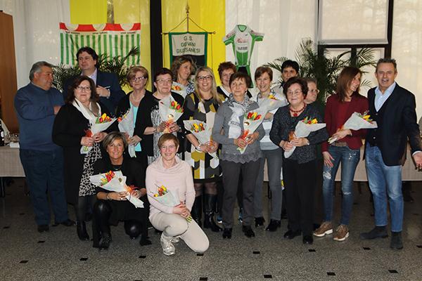 Omaggio floreale alle Donne del Team Giovani Giussanesi (Foto Castelli Giuseppe)