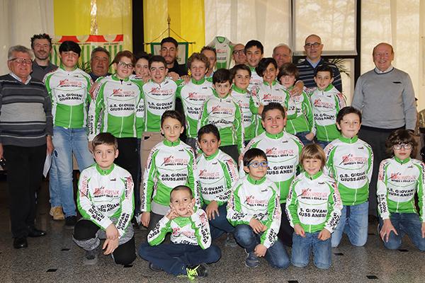 Tutta la Giovani Giussanesi 2017 col Tricolore Giacomo Nizzolo (Foto Giuseppe Castelli)