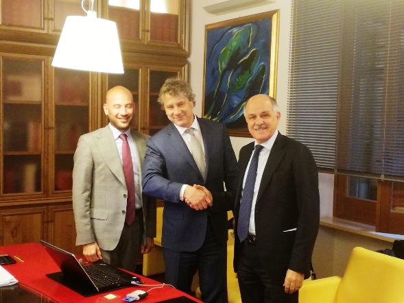Massimo Pessina, presidente di Pessina Costruzioni e Renato Di Rocco Presidente FCI sottoscrivono accordo costruzione Velodromo di Spresiano (Treviso)
