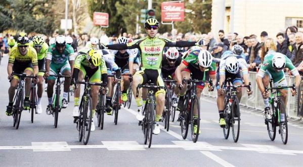 Lo sprint di Begnoni a Belricetto (Foto Soncini)
