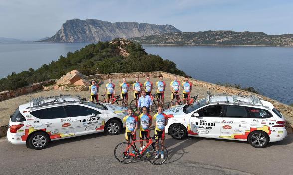 La Squadra col Presidente Carlo Giorgi in Sardegna (Foto Rodella)