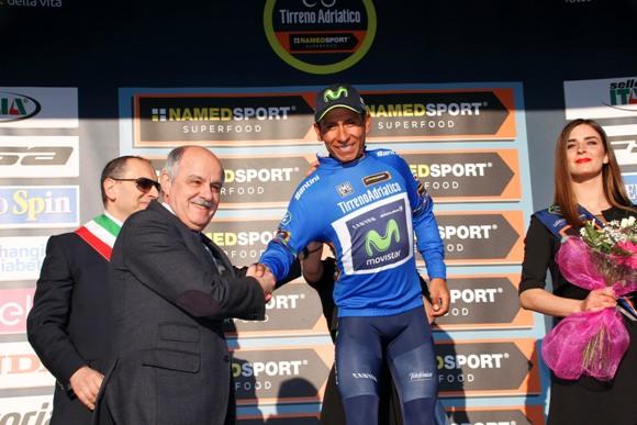 Quintana riceve congratulazioni dal presidente Di Rocco (photobicicailotto)