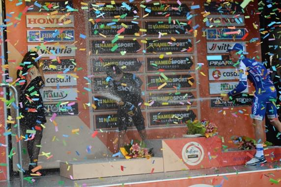 Podio Sanremo e pioggia di coriandoli (Foto Mollero Claudio)