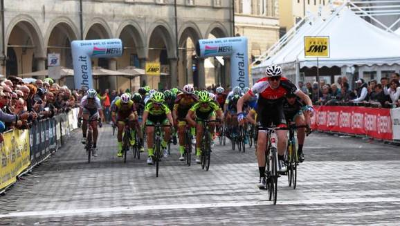 Vince a Faenza