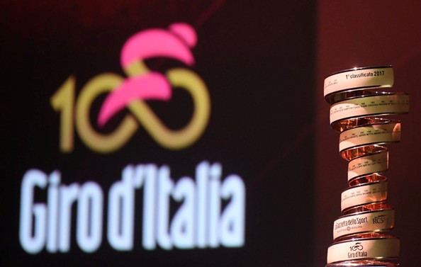 Giro D'Italia award, Trofeo Senza Fine, during Giro d`Italia 100th`s presentation at Ice Palace in Milan, 25 October 2016. ANSA/CLAUDIO PERI