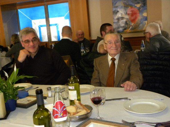 Francesco Prina alla festa del GS Jerago, annuncia il suo obiettivo di conquistare il Record dell'Ora dei centenari Con Prina il figlio Fausto. (Foto Nastasi)