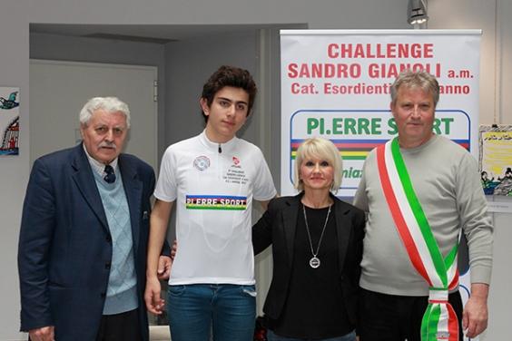 Esordienti 1^ Anno - Dario Igor Belletta veste la maglia di leader provvisorio della Challange Sandro Gianoli (Foto Kia Giuseppe Castelli)