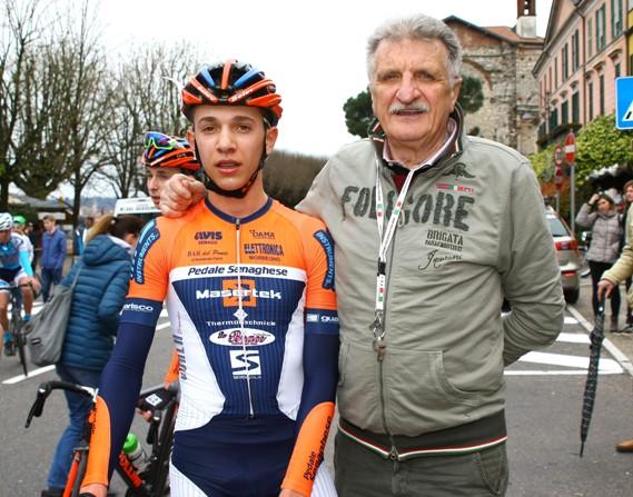 Cav. Silvio Pezzotta Presidente del VC Sommese col vincitore dela 49^ Varese-Angera, Andrea Piccolo (Foto Berry)