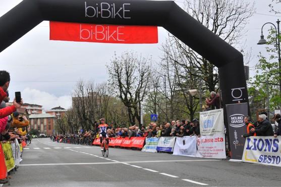 Andrea Piccolo vince la 49° Varese-Angera (Foto di Carlo Vaj)