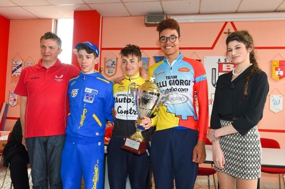Il Presidente Cardi e il podio con Fancellu, Petrucci Nova e la Miss Carlotta Ganna (Photobicicailotto)