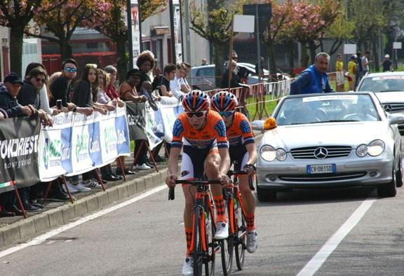 La lunga fuga a due F. Galimberti e Andrea Piccolo (Foto Berry
