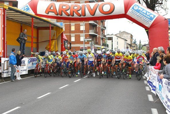 Partenza della corsa da Seriate (Foto Berry)