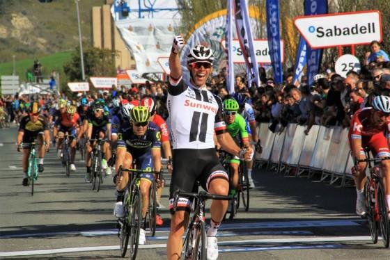 Michael Matthews vince 1^ tappa Pais Vasco (Foto JC Faucher)