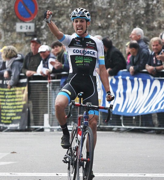 Giovanni Carboni vince a Castel Fibocchi (Foto Rodella)