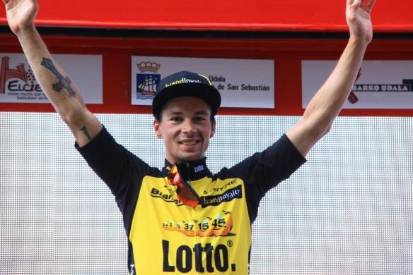 Roglic sul podio di Bilbao (Foto JC Faucher)