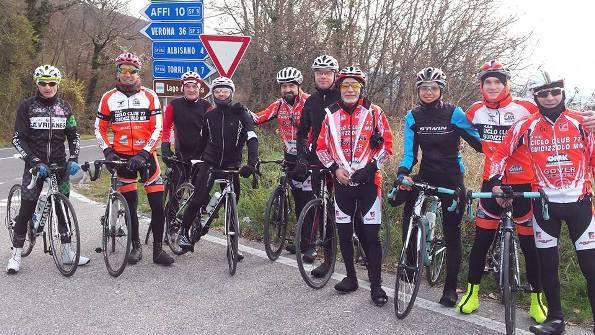 Cicloamatori legati a Guidizzolo e al Ciclo Club 77 in allenamento