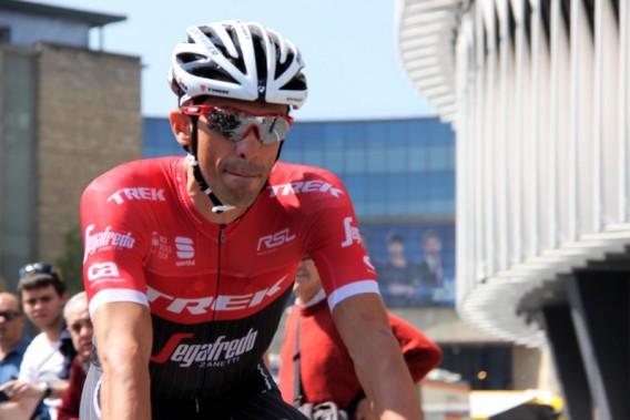 Alberto Contador con la maglia nuova dopo averla strappata ieri nella doppia caduta (Foto JC Faucher)