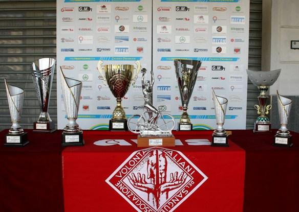 I Trofei della gara (Foto Berry)