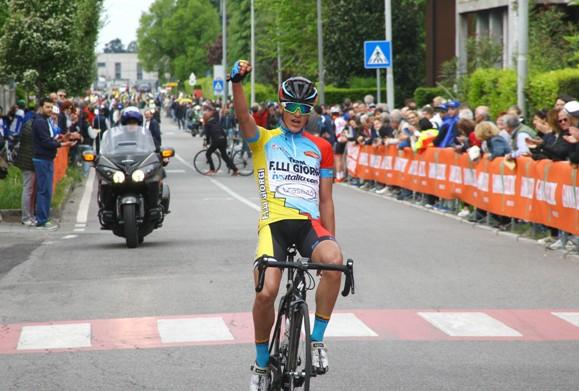 Alessio Martinelli vince a P. San Pietro (Foto Berry)