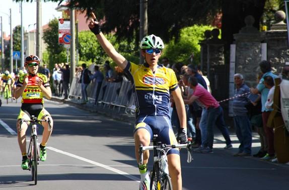 Luca Cretti vince gara Canegrate  del 23.04.2017 (Foto di Berry)