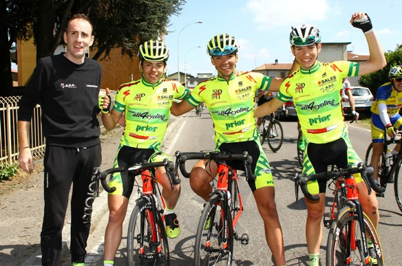 Luca Colnaghi esulta con compagni di squadra (Foto Berry)