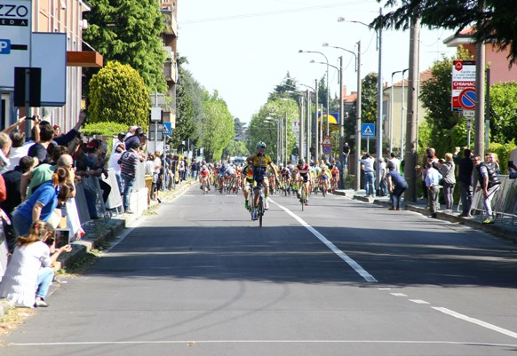 Luca Cretti a 100 metri dall'arrivo di Canegrate (Foto Berry)