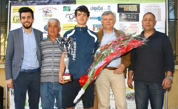 Sindaco di Canegrate premia Luca Cretti (Foto Berry)