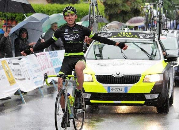 Stefano Taglietti vince a Casale Litta (Foto Rodella)