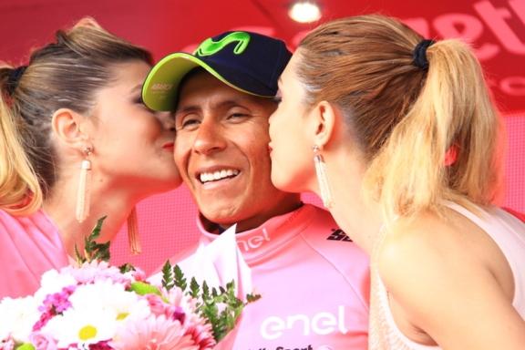 Quintana e il bacio delle miss (Foto Jean Claude Faucher)