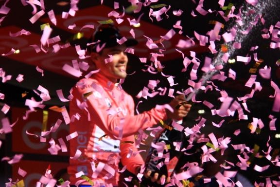 Dumoulin tra i coriandoli rosa (Foto JC Faucher)