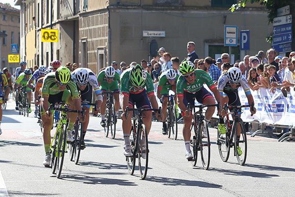 Moreno Marchetti vince in volata (Foto di Kia Castelli)