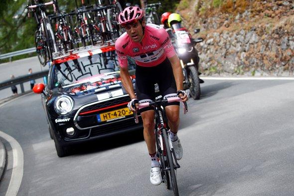 Dumoulin in difficolta^ per problemi intestinali difende la sua maglia rosa (Foto Luca Bettini)