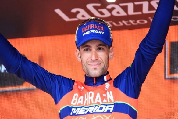 Nibali sul podio da vincitore tappa (Foto Jean Claude Faucher)