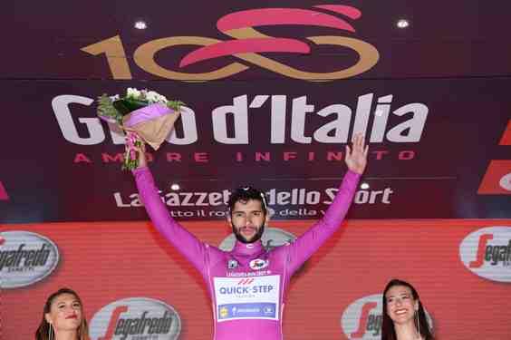 Giro d'Italia 2017 - 100a edizione -  Tappa 17 - da Tirano a Canazei (Val di Fassa) -  219 km ( 136 miglia ) - Maglia Ciclamino Gaviria (Foto La Presse)