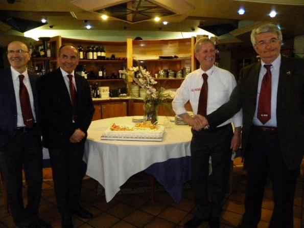 Stretta di mano tra il presidente uscente, Carlo Boschini e il subentrante Piero Santangelo (Nastasi)
