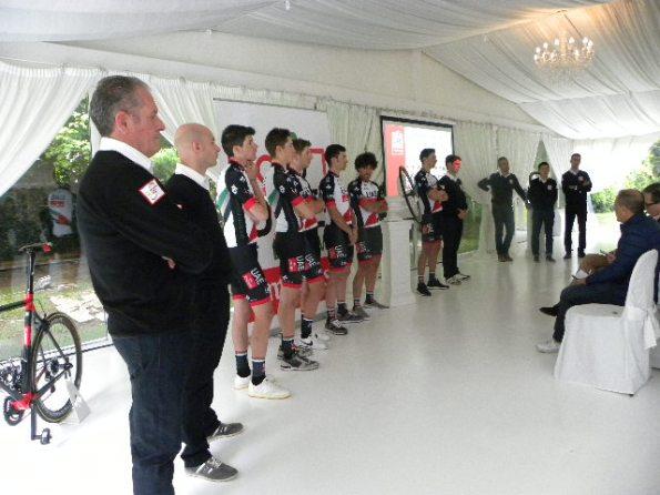 D.S. Orlando Maini, Marco Marzano e alcuni corridori (Pisoni)