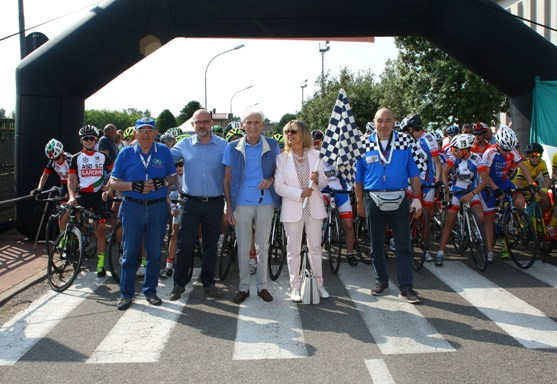 Organizzatori, Sindaco Rescaldina e Sponsor al via della corsa (Foto Berry)