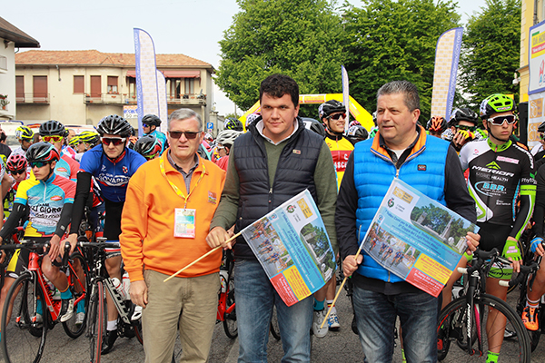 Mario Minervino, Sindaco Ghiringhelli e Claudio Aldegheri, Starters della gara (Kia)