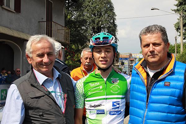 Da sx, presidente CP-FCI Como, Franco Bettoni; Il Campione regionale lombardo Juniores, Bagioli e Claudio Aldegheri (Foto Kia)