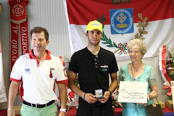 Premiazione Dalla Valle, vincitore della gara (Foto Kia)