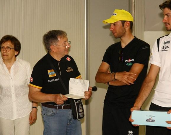 Vito Bernardi intervista il vincitore della gara, Nicolas Dalla Valle (Foto Berry)