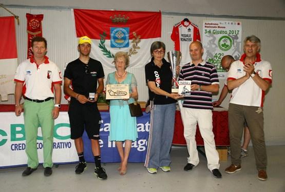 Premiazione Team Colpack (Foto Berry)