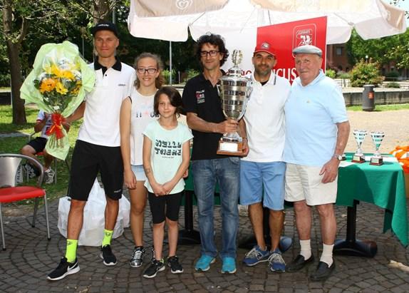 Premiazione DS del Team Cipollini Iseo Rime Serrature (Foto Berry)