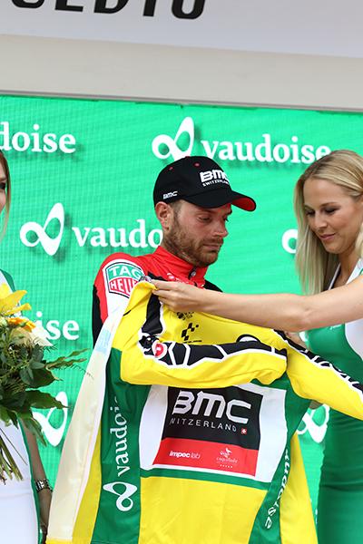Caruso veste la maglia gialla a Cevio (Kia)