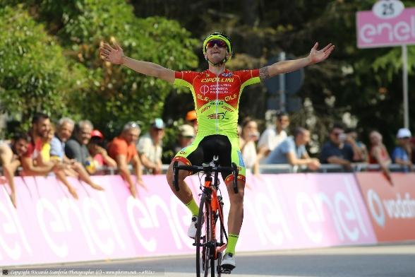 Francesco Romano vince la tappa di Casalincontrada