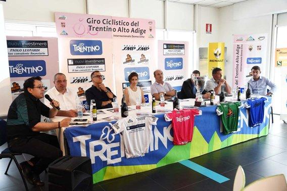24° Giro Ciclistico del Trentino Alto Adige internazionale donne Elite presentazione 15-06-2017 con Autorità^ e Organizzatori (Foto Mosna)